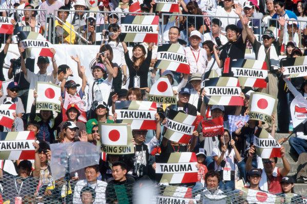 2004 Japanese Grand Prix.Suzuka , Japan 8th - 10th October 2004The Japanese fans show their support for Takuma Sato, BAR Honda 006.World Copyright:Lorenzo Bellanca/LAT Photographic ref: 35mm Image: A06