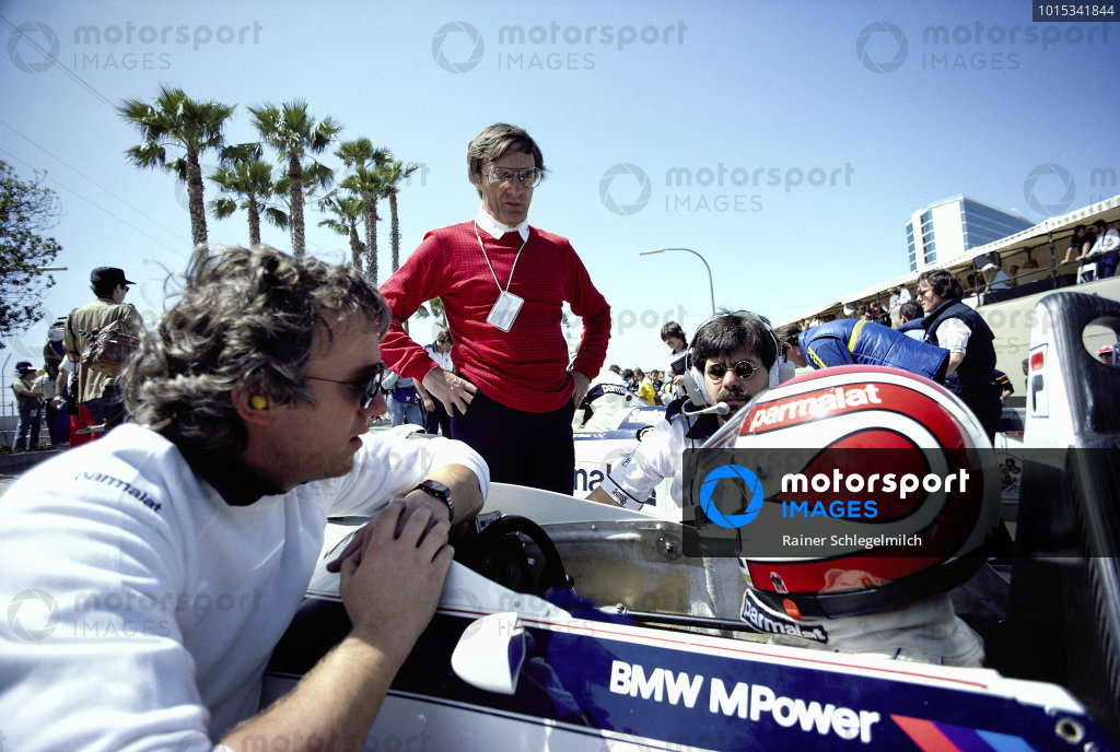 Nelson Piquet, Brabham BT52B BMW, with Charlie Whiting, Bernie Ecclestone and Gordon Murray in the pits at the 1983 Long Beach Formula 1 Grand Prix