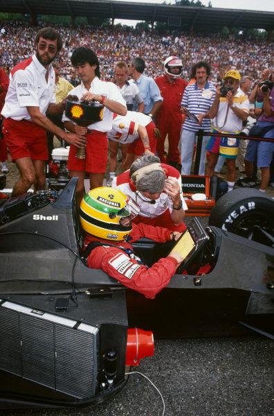 Hockenheim, Germany.22-24 July 1988.Ayrton Senna (McLaren MP4/4 Honda) 1st position. on the grid with chief engineer, Steve Nichols, portrait. World Copyright: LAT Photographic.Ref:  88GER15