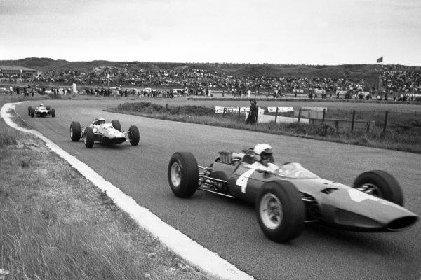 1965 Dutch Grand Prix.Zandvoort, Holland. 18 July 1965.Lorenzo Bandini, Ferrari 158, 9th position, leads Mike Spence, Lotus 25-Climax, 8th position, action.World Copyright: LAT PhotographicRef: Motor b&w print