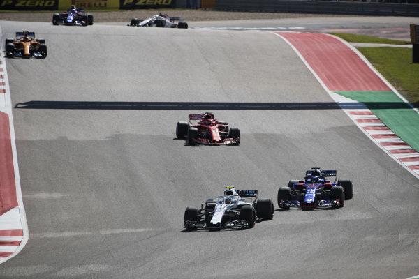 Sergey Sirotkin, Williams FW41, leads Brendon Hartley, Toro Rosso STR13, Sebastian Vettel, Ferrari SF71H, Stoffel Vandoorne, McLaren MCL33, and Pierre Gasly, Scuderia Toro Rosso STR13