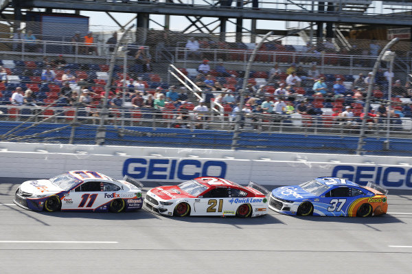 #11: Denny Hamlin, Joe Gibbs Racing, Toyota Camry FedEx Ground, #21: Matt DiBenedetto, Wood Brothers Racing, Ford Mustang Motorcraft Quick Lane, #37: Ryan Preece, JTG Daugherty Racing, Chevrolet Camaro Kroger/Reese's