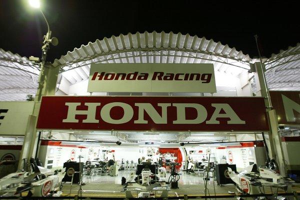 2002 Japanese Grand Prix.Suzuka, Japan. 11-13 October 2002.The British American Racing garage at night.World Copyright - LAT Photographicref: Digital File Only