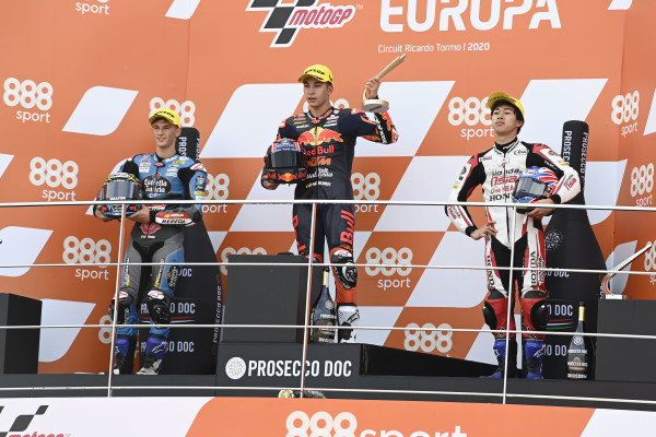 Podium: race winner Raul Fernandez, Red Bull KTM Ajo, second place Sergio Garcia, Estrella Galicia 0,0 Dols, third place Ai Ogura, Honda Team Asia.