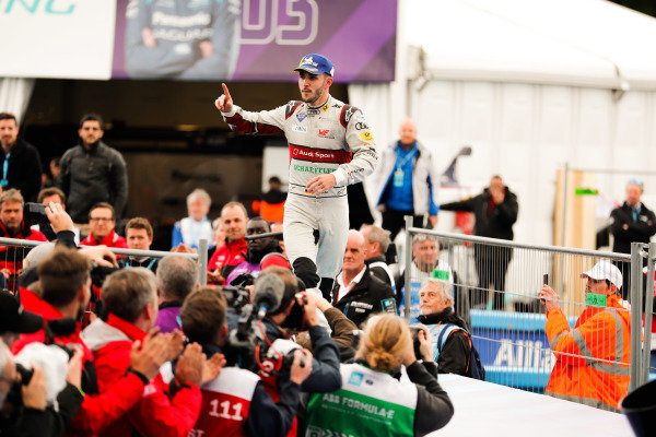 Daniel Abt (DEU), Audi Sport ABT Schaeffler, 3rd position, makes his way to the podium