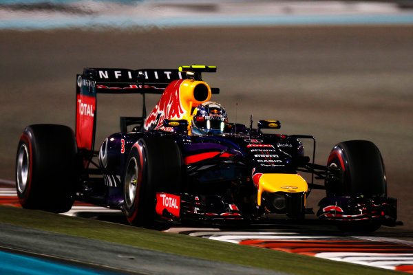 Yas Marina Circuit, Abu Dhabi, United Arab Emirates. Saturday 22 November 2014. Daniel Ricciardo, Red Bull Racing RB10 Renault. World Copyright: Glenn Dunbar/LAT Photographic. ref: Digital Image _W2Q5738