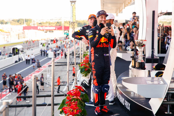 Suzuka Circuit, Japan. Sunday 8 October 2017. Daniel Ricciardo, Red Bull Racing, 3rd Position, takes a picture on the podium. World Copyright: Joe Portlock/LAT Images  ref: Digital Image _L5R0286