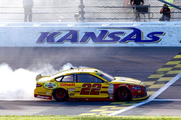 16-18 October, 2015, Kansas City, Kansas USA Joey Logano celebrates his win with a burnout ?2015, Russell LaBounty LAT Photo USA