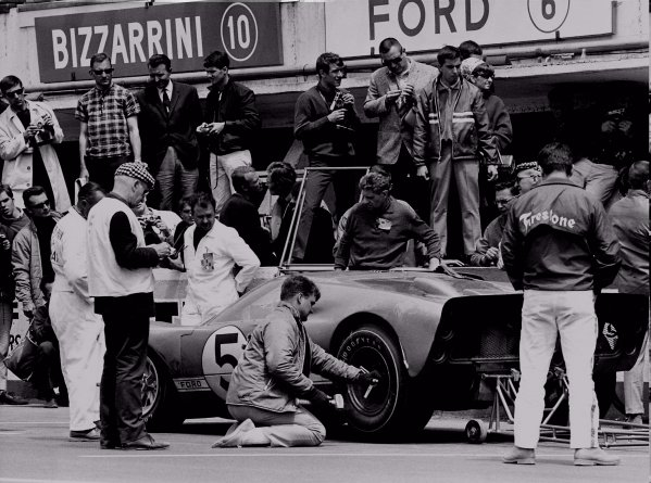 1966 Le Mans 24 hours.Le Mans, France. 17-18 June 1966.Ronnie Bucknum/Dick Hutcherson (Ford GT40 Mk2), 3rd position.World Copyright: LAT Photographic