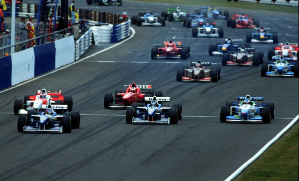 Silverstone, England.12-14 July 1996.Jacques Villeneuve and Damon Hill (both Williams FW18 Renault) lead at the start. Villeneuve finished in 1st position, action.World Copyright - LAT Photographic
