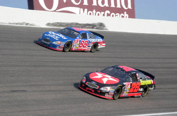 2000 NASCAR Winston Cup. North Carolina Speedway, Rockingham, NC, USA. 20th - 22nd October 2000. Rd 31. Dale Jarrett  (Quality Care / Ford Credit  Ford), 1st position,    side by side with Ricky Rudd (Texaco / Havoline Ford), 3rd position, action.   World Copyright: Robt LeSieur / LAT Photographic.