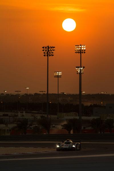 2015 FIA World Endurance Championship Bahrain 6-Hours Bahrain International Circuit, Bahrain Saturday 21 November 2015. Marcel F?ssler, Andr? Lotterer, Beno?t Tr?luyer (#7 LMP1 Audi Sport Team Joest Audi R18 e-tron quattro). World Copyright: Sam Bloxham/LAT Photographic ref: Digital Image _SBL5209