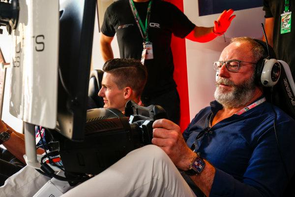 Yas Marina Circuit, Abu Dhabi, United Arab Emirates. Sunday 26 November 2017. Liam Cunningham tries the E-Sports simulators. World Copyright: Andy Hone/LAT Images  ref: Digital Image _ONZ1122