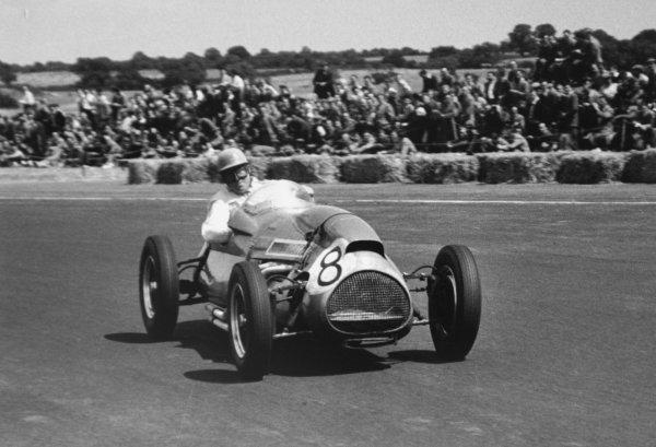 1952 British Grand Prix.Silverstone, Great Britain. 19 July 1952.Reg Parnell (Cooper T20-Bristol). Ref-52/36 #12A.World Copyright - LAT Photographic