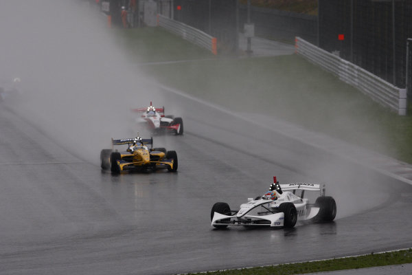 Rd4 - Fuji, Japan. 28th June 2009. Start of the race ( after 3 laps under safety car conditions ).World Copyright: Yasushi Ishihara/LAT Photographicref: Digital Image 2009FN_Rd4_004
