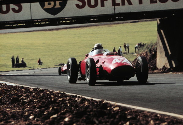 Phil Hill (USA) Ferrari D246 Silver City Trophy, Brands Hatch, 1 August 1960