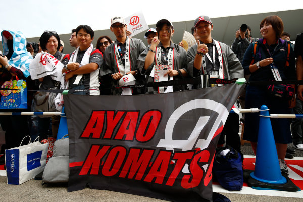 Suzuka Circuit, Japan. Thursday 05 October 2017. Fans with a banner for Ayao Komatsu, Chief Race Engineer, Haas F1. World Copyright: Andy Hone/LAT Images  ref: Digital Image _ONY5781