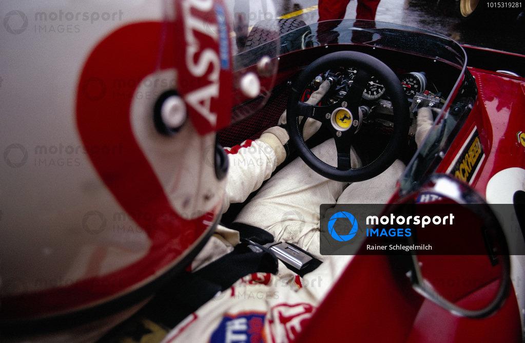 Clay Regazzoni sat in his Ferrari 312B2.