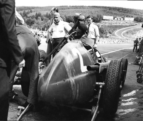 Spa-Francorchamps, Belgium. 15-17 July 1951.Juan Manuel Fangio (Alfa Romeo 159) in the pits.Published-Autocar 22/6/1951 p717. Ref-B7531.World Copyright - LAT Photographic