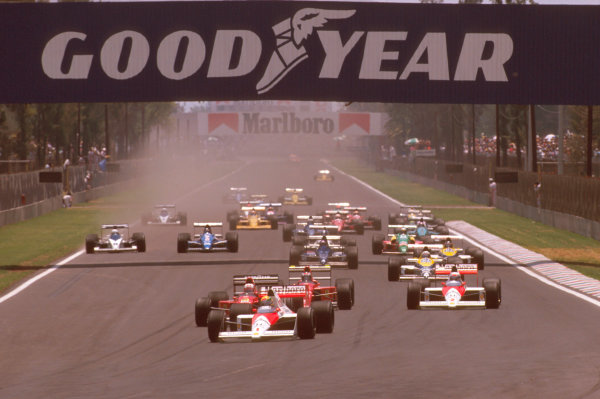 Mexico City, Mexico. 26-28 May 1989. Ayrton Senna (McLaren MP4/5 Honda) leads Nigel Mansell and Gerhard Berger (both Ferrari 640's) with teammate Alain Prost (McLaren MP4/5 Honda) at the start of the race, action.  Ref-89 MEX 01. World Copyright - LAT Photographic