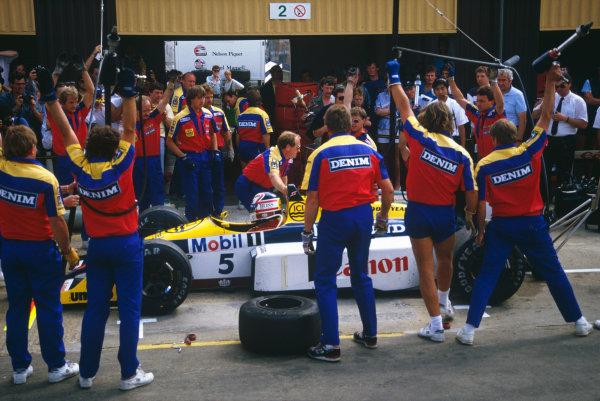 Silverstone, England. 10-12 July 1987. Nigel Mansell (Williams FW11B Honda) 1st position. Pitstop. Ref: 87 GB 24. World Copyright - LAT Photographic