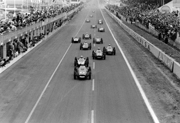 1960 French Grand Prix Reims, France. 1-3 July 1960 Phil Hill (#2 Ferrari Dino 246) leads Jack Brabham (#16 Cooper T53-Climax), Wolfgang von Trips (#4 Ferrari Dino 246), Willy Mairesse (#6 Ferrari Dino 246), Dan Gurney (#10 BRM P48), Bruce McLaren (#18 Cooper T53-Climax), Innes Ireland (#20 Lotus 18-Climax), Jo Bonnier (#8 BRM P48), Olivier Gendebien (#44 Cooper T51-Climax) and Jim Clark (Lotus 18-Climax) at the start World Copyright: LAT PhotographicRef: Autosport b&w print