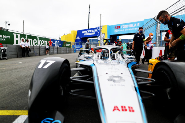 Nyck de Vries (NLD), Mercedes Benz EQ, EQ Silver Arrow 02, arrives on the grid