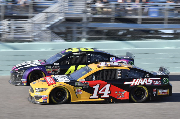 #48: Jimmie Johnson, Hendrick Motorsports, Chevrolet Camaro Ally, #14: Clint Bowyer, Stewart-Haas Racing, Ford Mustang Rush Truck Centers / Haas CNC