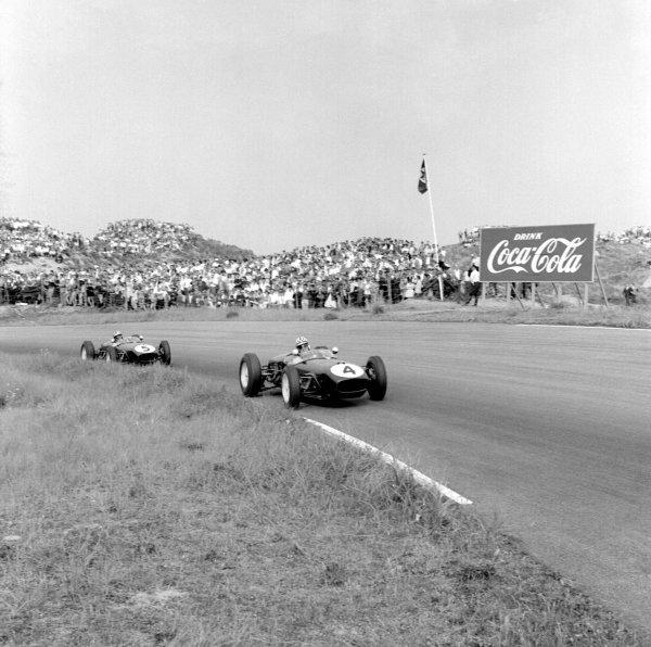 1960 Dutch Grand Prix.Zandvoort, Holland.4-6 June 1960.Innes Ireland (Lotus 18 Climax) followed by Alan Stacey (Lotus 18 Climax).Ref-6540B/W.World Copyright - LAT Photographic