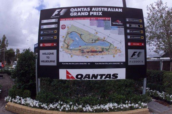 2000 Australian Grand Prix.Albert Park, Melbourne, Australia.10-12 March 2000.The Albert Park circuit map boards around the paddock.World Copyright - LAT Photographic