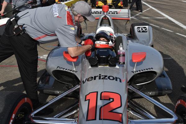 Will Power, Team Penske Chevrolet celebrates winning NTT P1 Award with crew