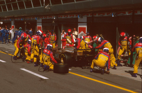 Monza, Italy.6-8 September 1996.Rubens Barrichello (Jordan 196 Peugeot) 5th position takes a pitstop.Ref-96 ITA 26.World Copyright - LAT Photographic