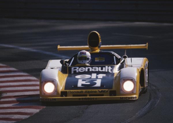 Jean-Pierre Jarier / Derek Bell, Equipe Renault Elf, Renault Alpine A442A.