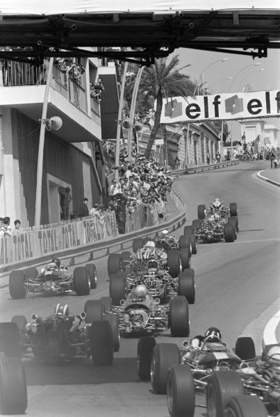 Lorenzo Bandini, Ferrari 312, leads the field at the start.