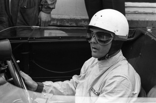 Phil Hill with taped goggles, SEFAC Ferrari, Ferrari Dino 246 SP.