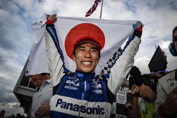 Winner Takuma Sato, Rahal Letterman Lanigan Racing Honda, podium, celebration