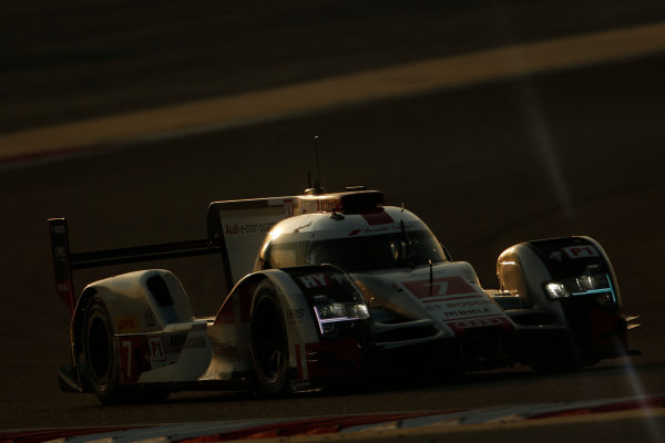 2015 FIA World Endurance Championship Bahrain 6-Hours Bahrain International Circuit, Bahrain Saturday 21 November 2015. Marcel F?ssler, Andr? Lotterer, Beno?t Tr?luyer (#7 LMP1 Audi Sport Team Joest Audi R18 e-tron quattro). World Copyright: Alastair Staley/LAT Photographic ref: Digital Image _79P1043