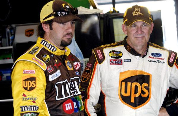L-R: Elliott Sadler (USA), M&M's Ford, and Dale Jarrett (USA), UPS Ford. NASCAR Nextel Cup, Rd9, Aaron's 499, Talladega Superspeedway, Alabama, USA. 1 May 2006.DIGITAL IMAGE