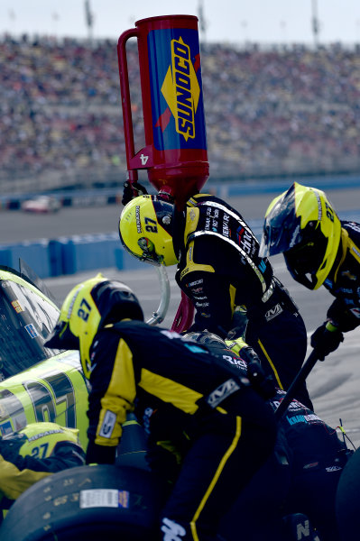 2017 Monster Energy NASCAR Cup Series Auto Club 400 Auto Club Speedway, Fontana, CA USA Sunday 26 March 2017 Crew members World Copyright: Rusty Jarrett/LAT Images ref: Digital Image 17FONrj_6043