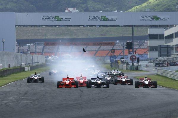 2006 Formula Nippon Championship Autopolis, Japan. 5th - 6th August 2006 Start of the race. World Copyright: Yasushi Ishihara / LAT Photographic ref: Digital Image 2006FN_R5_001