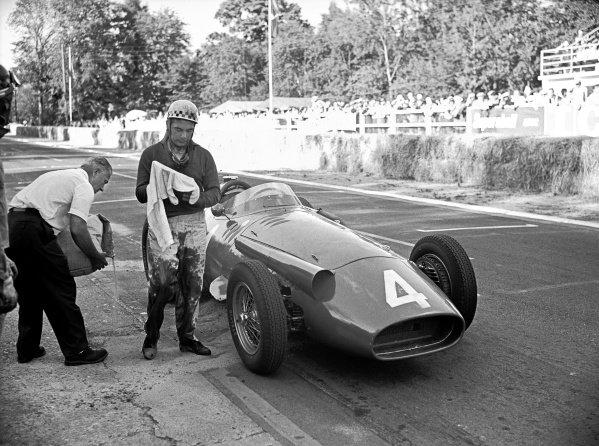 1957 French Grand Prix.Rouen-les-Essarts, France. 7 July 1957.Jean Behra, Maserati 250F, 6th position, suffers an oil leak.World Copyright: LAT PhotographicRef: C49633