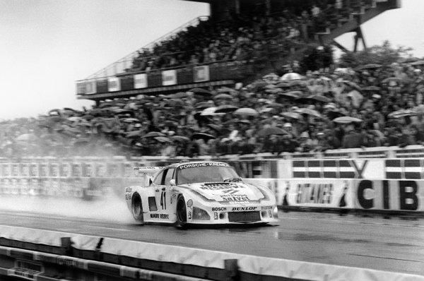 Le Mans, France. 9th - 10th June 1979.Klaus Ludwig/Bill Whittington/Don Whittington (Porsche 935/K3), 1st position, action. World Copyright: LAT Photographic.Ref: 79LM