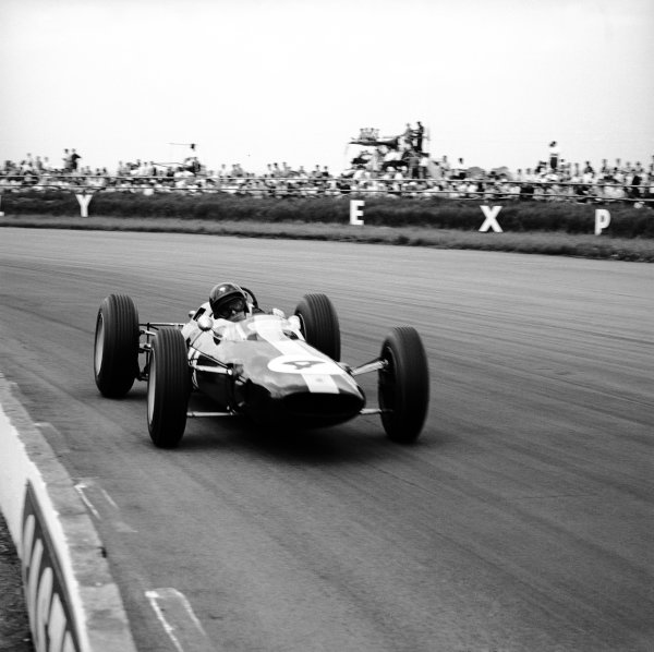 Silverstone, Great Britain. 20 July 1963.Jim Clark, (Lotus 25-Climax), 1st position, action. World Copyright: LAT PhotographicRef: 20436.