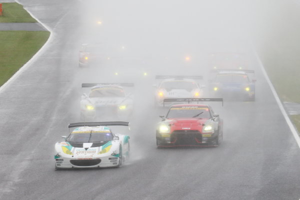 2015 Japanese Super GT Series.  Suzuka, Japan. 30th August 2015. Rd 5. GT300 Start of the race World Copyright: Yasushi Ishihara/LAT Photographic. ref: Digital Image 2015SGT_Rd5_014
