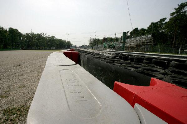 Autodromo di Monza, Monza, Italy.11th September 2008.New fences and Tecpro barriers at the Ascari Chicane, scene of Kimi Raikkonen's 2007 crash.World Copyright: Andrew Ferraro/LAT Photographicref: Digital Image VY9E8999