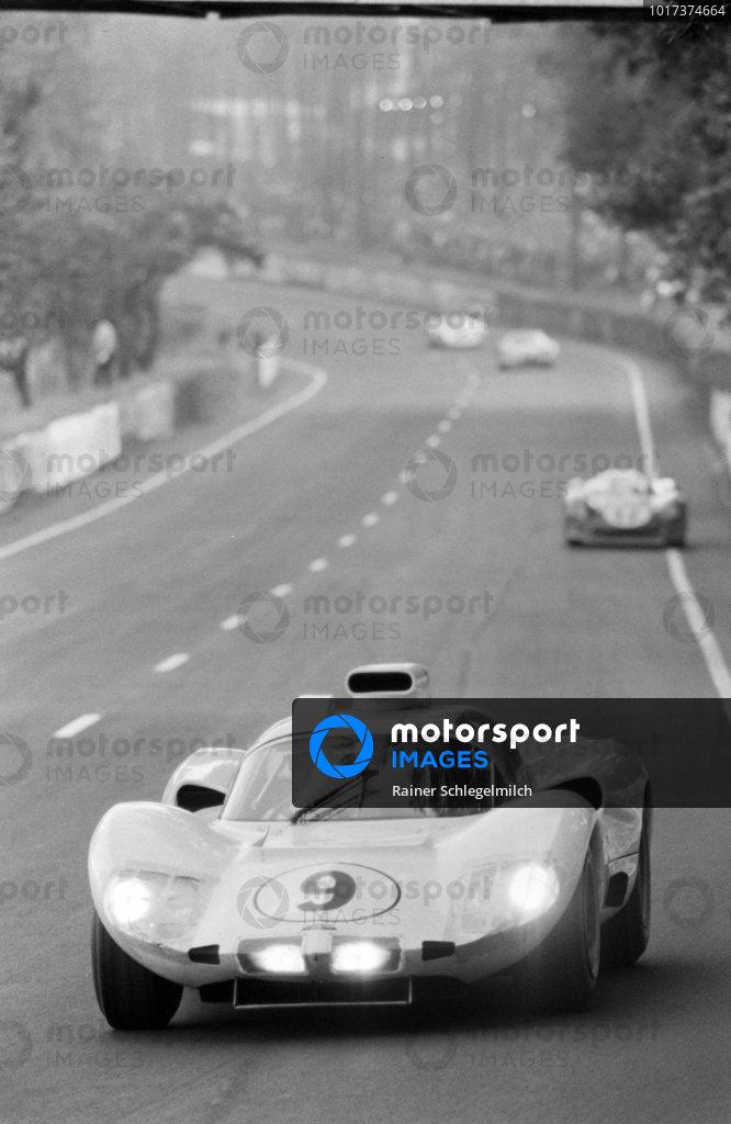 Phil Hill / Joakim Bonnier, Chaparral Cars Inc., Chaparral 2D - Chevrolet.