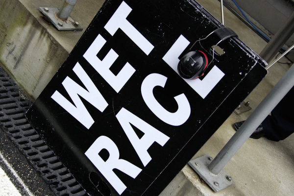 A 'wet race' sign in the pitlane.