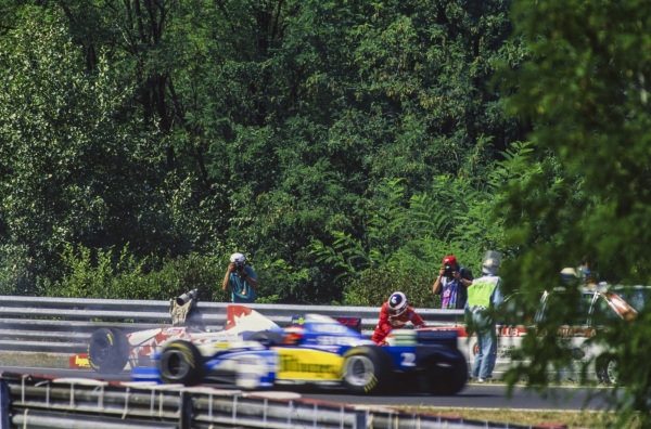 Johnny Herbert, Benetton B195 Renault, passes as Taki Inoue, Footwork FA16 Hart, recovers from having been knocked over by the Safety Car after stopping.