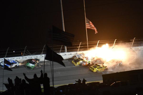 #22: Joey Logano, Team Penske, Ford Mustang Shell Pennzoil #18: Kyle Busch, Joe Gibbs Racing, Toyota Camry M&M's