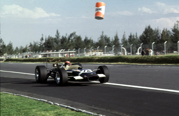 1968 Mexican Grand Prix.Mexico City, Mexico.1-3 November 1968.Jo Siffert (Lotus 49B Ford) 6th position.Ref-68 MEX 17.World Copyright - LAT Photographic